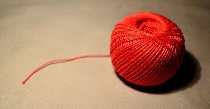 Красные нитки
