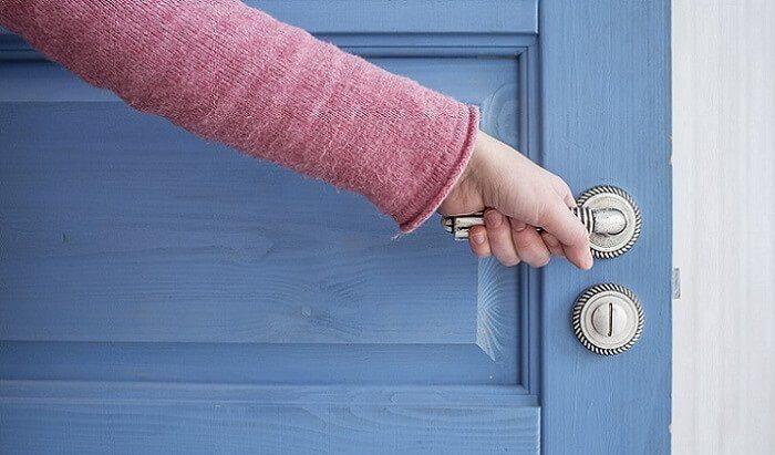 Приворот с помощью двери