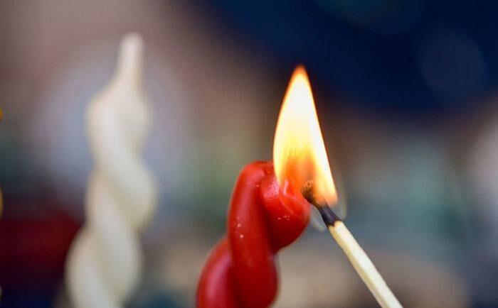 Поджигание свечи
